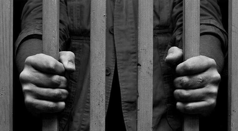 Iran-Prison guards beat 300 inmates with batons and teargas