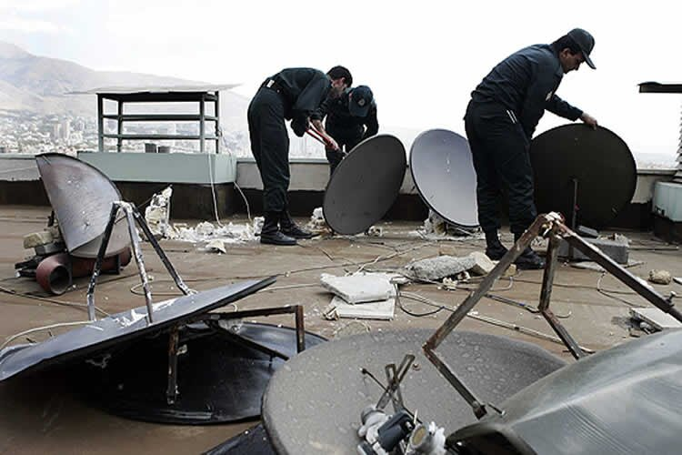 Iran: Security forces confiscate satellite dishes in Tehran