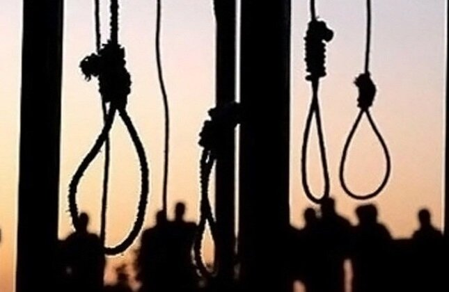 Iran regime hangs four in prison
