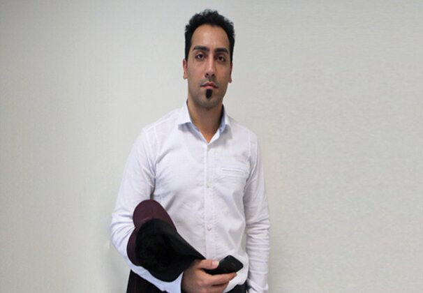 Iran's intelligence agents arrest online activist