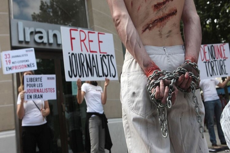 journalists handed in Iran