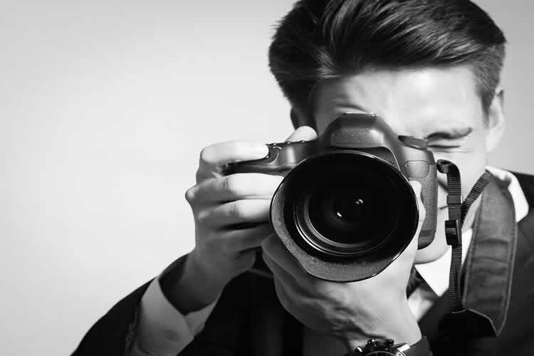Male photographers banned from weddings
