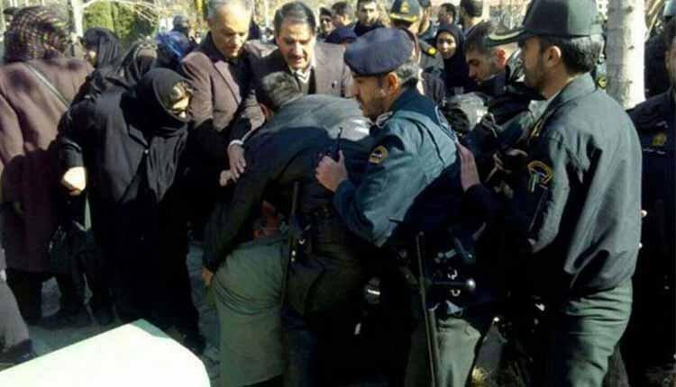 peaceful Isfahan teachers' gathering