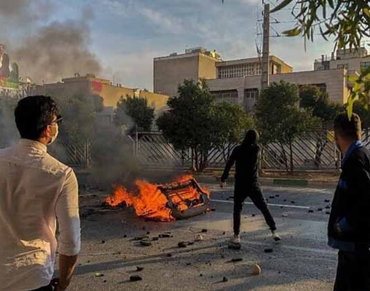 Authorities threaten Iranian protesters with harsh crackdown